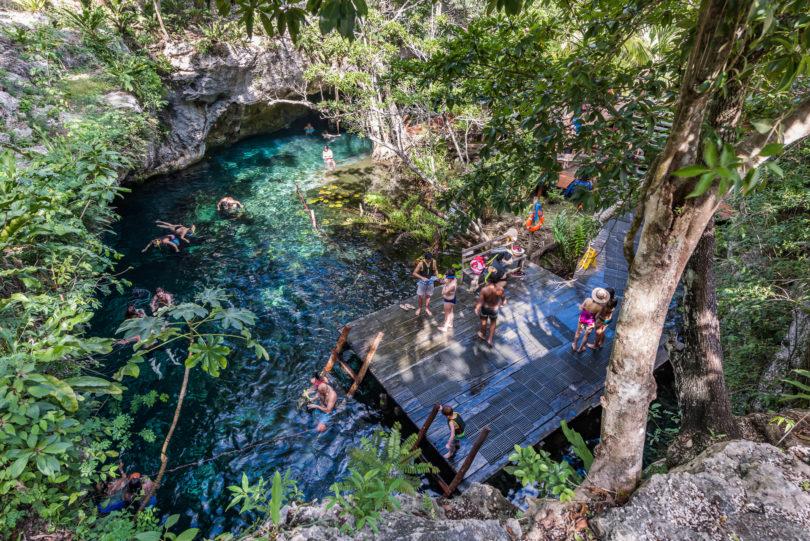 Blick von oben auf den Grand Cenote