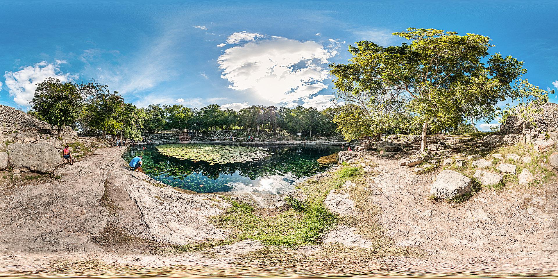 Cenote Xlakah en Dzibilchaltun