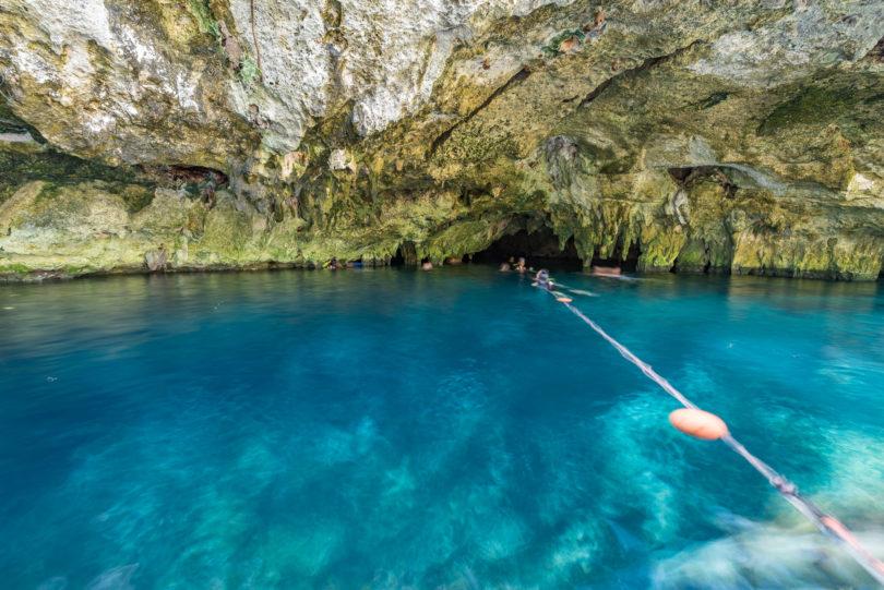 Die Höhle zum Durchtauchen